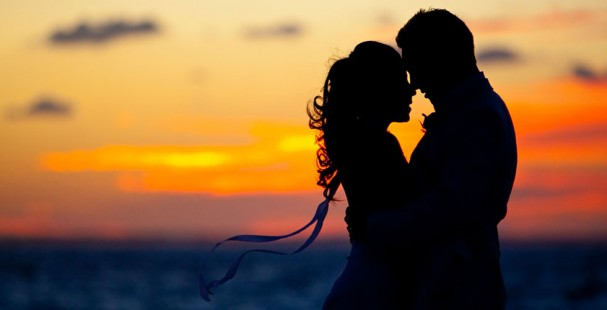 couple-sunset-silhouette-caribbean-beach-wedding-e1408414097874